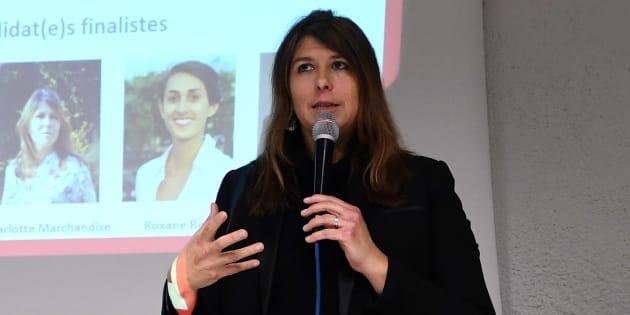 Charlotte Marchandise s'adresse au public lors d'un meeting le 8 décembre à Strasbourg.