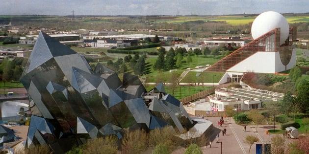 Photo prise en avril 2001 du parc d'attraction de Poitiers, le Futuroscope.