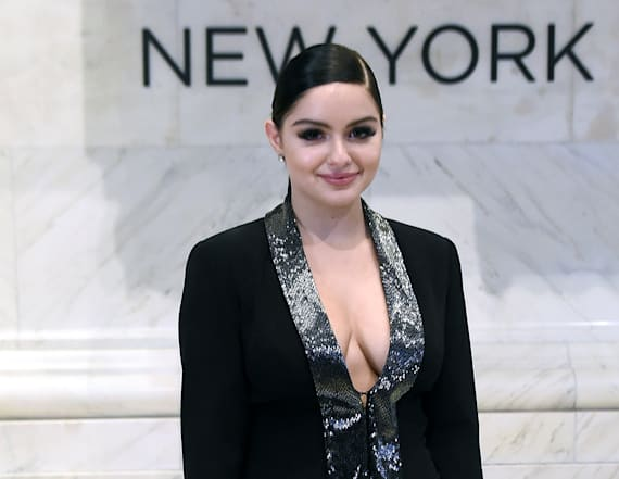 Ariel Winter flashes in sexy ensemble
