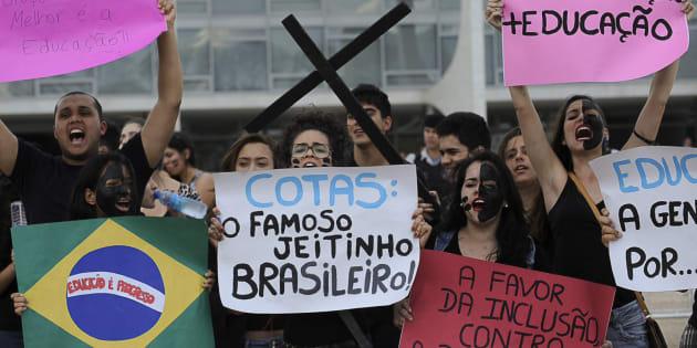 Estudantes de escolas particulares protestam em 2012 contra a criação da Lei de Cotas.