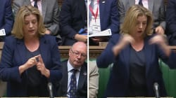 Cette ministre donne son discours en langue des signes devant le parlement britannique, une