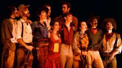 Les cowboys du Cirque Éloize accrochent leurs chapeaux à