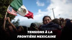 La caravane de migrants manifeste à la frontière