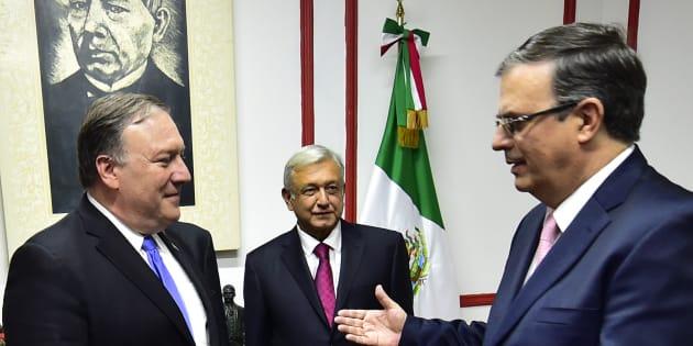 El secretario de Estado de EU, Mike Pompeo (izq.) junto al presidente electo Andrés Manuel López Obrador (c) y el próximo canciller de México Marcelo Ebrard (der.) en el primer encuentro que sostuvieron el 13 de julio de 2018.