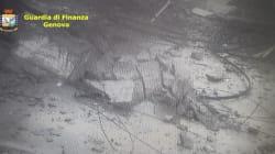 De nouvelles images du pont Morandi qui s'effondre publiées par la police