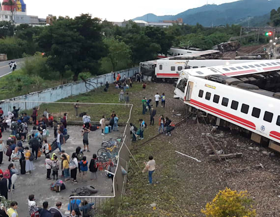 Taiwan train derails, killing 22 and injuring 171