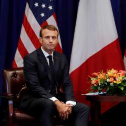 Les images de la rencontre entre Macron et Trump (qui cherchent à atténuer leurs