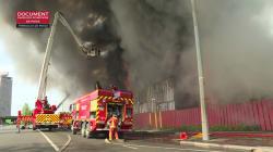 Les images impressionnantes d'un incendie dans un centre d'hébergement à