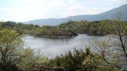 Si tuffano nel lago per recuperare il pallone: muoiono annegati due