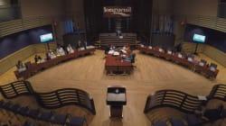 L'opposition boycotte sa propre motion de blâme contre la mairesse de