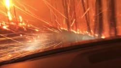 山火事に遭遇、迫り来る火の中を親子でドライブ 九死に一生、息子が動画投稿