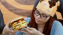 Burger King lança sanduíche para apaixonados por