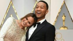 Chrissy Teigen vous rappelle que son mari a gagné un Oscar (mais pas cette