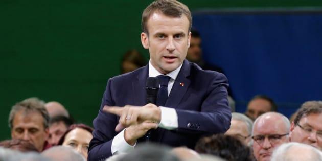 Face à une avalanche de doléances, Emmanuel Macron a profité de ce premier grand débat pour afficher son écoute sans éviter les reproches.