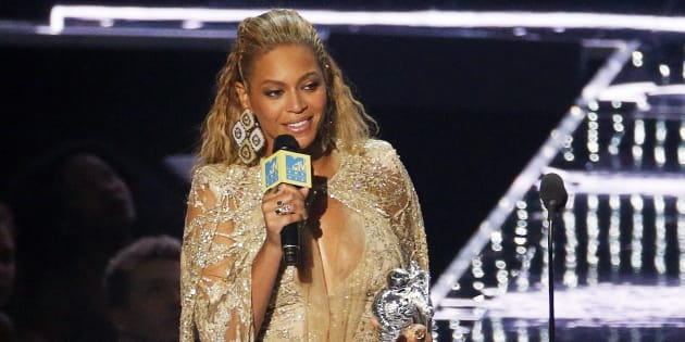 US singer Beyonce accepts an award on stage during the 2016 MTV Video Music Award at the Madison Square Garden in New York on August 28, 2016. / AFP / Jewel SAMAD        (Photo credit should read JEWEL SAMAD/AFP/Getty Images)