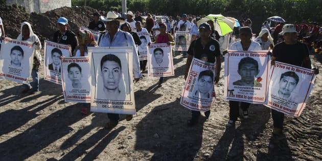 Familiares de los 43 estudiantes desaparecidos de Ayotzinapa en Iguala, en el estado de Guerrero, en la conmemoración del cuarto aniversario del caso, el pasado 276 de septiembre.