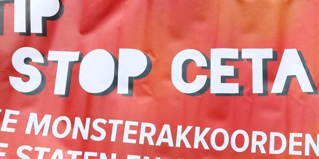 Une manifestation à Bruxelles contre le CETA. REUTERS/Yves Herman