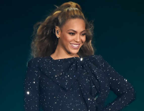 Beyonce suffers stage malfunction on tour