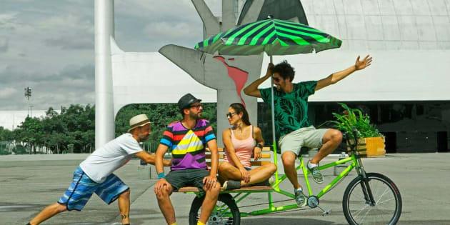 """Esta instalação faz parte do projeto de instalação urbana """"Praças Impossíveis""""."""
