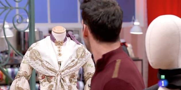 premium selection a55b5 d4553 El traje de  Maestros de la Costura  (TVE) que ha indignado a los  valencianos
