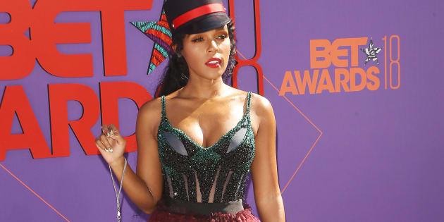 Janelle Monáe sur le tapis rouge des BET Awards au Microsoft Theater de Los Angeles.