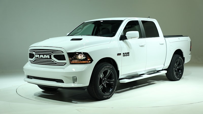 2018 dodge 1500 sport.  2018 2018 ram 1500 gets more updates with the sport and big horn black editions   autoblog with dodge sport 0