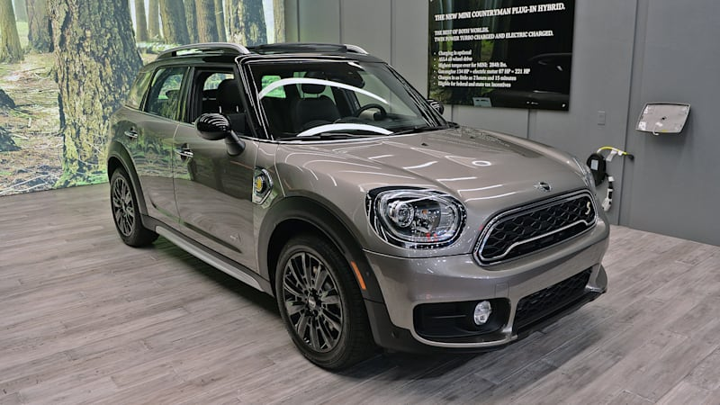 2017 Mini Countryman Is Even Ger And Now Has A Plug In Model Autoblog