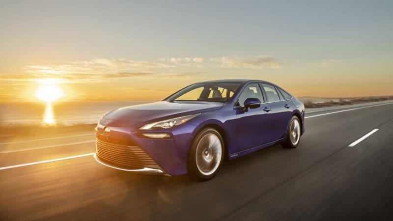 2021 Toyota Mirai First Drive | The sequel is far better