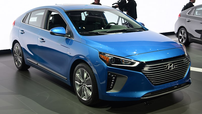 The 2017 Hyundai Ioniq Hybrid Starts At 23035 Autoblog
