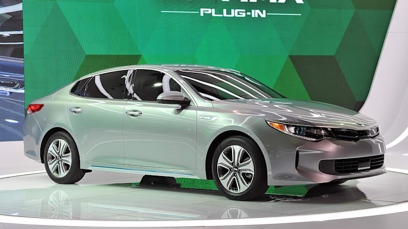 the kia optima is now available as a plug in hybrid autoblog. Black Bedroom Furniture Sets. Home Design Ideas