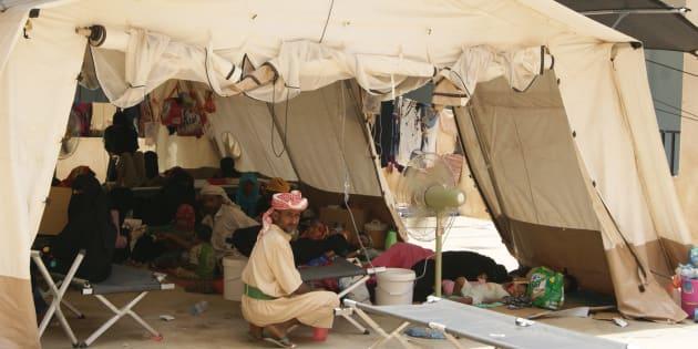 Carpa médica con pacientes de cólera en el centro de tratamiento de cólera de MSF en una escuela en Abs, junto al hospital rural de la localidad.