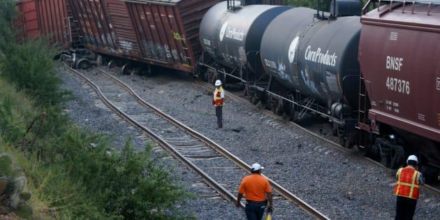 Entre 18 y 20 vagones de un tren de Ferromex se descarrilaron en  Hidalgo; trabajadores de esa institución reportaron el robo al tren.