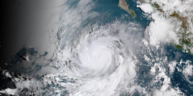 El ojo del huracán Rosa, en una imagen distribuida por la Administración Nacional Oceánica y Atmosférica (NOAA) de Estados Unidos.