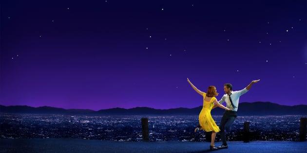 Emma Stone e Ryan Gosling formam o casal de protagonistas de longa vencedor de 6 Oscars.