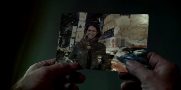 """La fameuse photo entre les mains du père de Dolores dans la saison 1 de """"Westworld"""""""