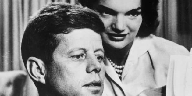 Imagen de archivo de 1950 de John F. Kennedy y su mujer Jacqueline Bouvier Kennedy