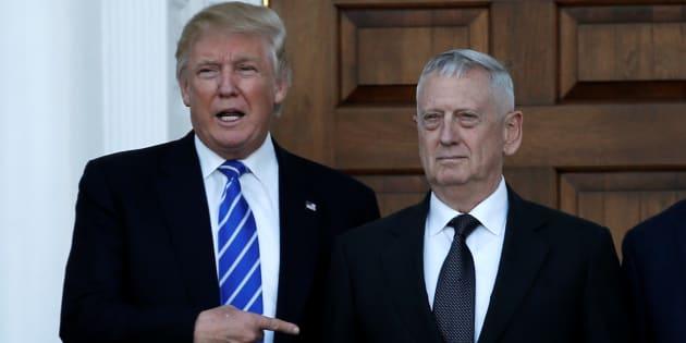 Donald Trump et le général James Mattis le 19 novembre 2016