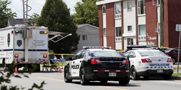Des policiers enquêtant après la fusillade à Fredericton au Canada le 10 août 2018.