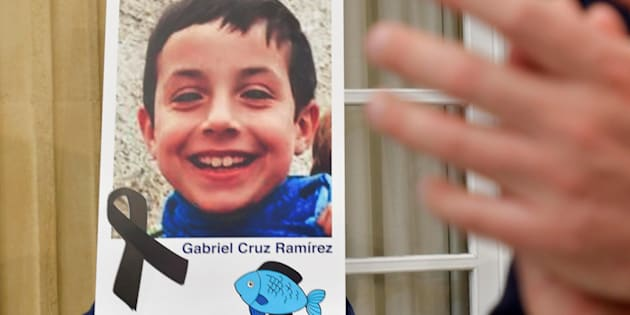 epa06597816 A photograph of young Gabriel Cruz is seen with a black ribbon as a sign of respect at the regional Government headquarters in Almeria, southern Spain, 12 March 2018. The body of 8-year-old Gabriel Cruz, who went missing on 01 March 2018, was found the previous day in the trunk of the car driven by the partner of his father, Dominican national Ana Julia Quezada, who has been detained and accused of killing the young boy. Almeria has declared a three day-long mourning in the region.  EPA/CARLOS BARBA