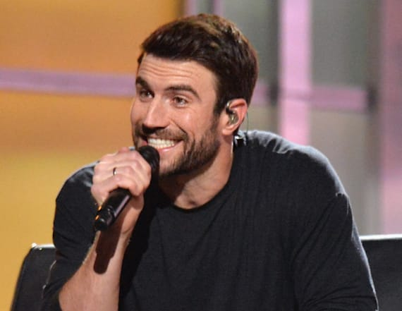 Sam Hunt serenades fiancee at the ACMs