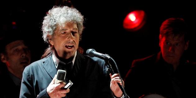 Bob Dylan en concert à Los Angeles, le 12 janvier 2012. REUTERS/Mario Anzuoni/File Photo