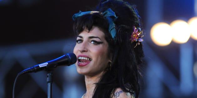 Amy Winehouse torna a cantare sul palco grazie alla tecnolog