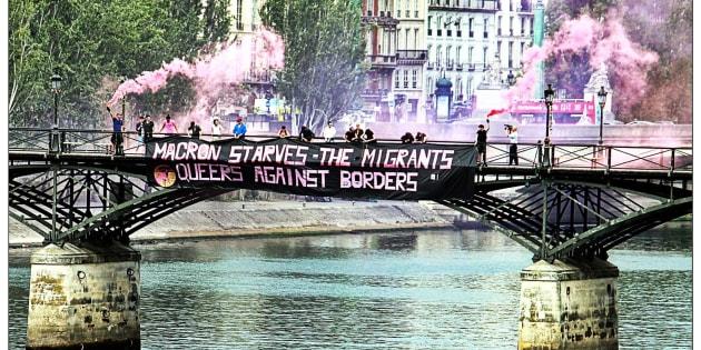 Pourquoi nous, militant.e.s LGBT, avons mené une action de solidarité aux migrant.e.s sur le Pont des Arts