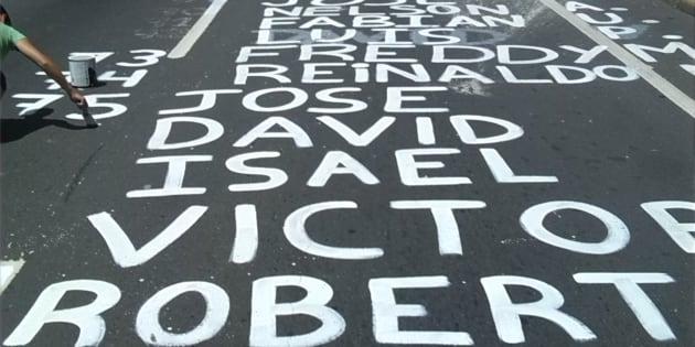 Pintada de calle con los nombres de los jóvenes fallecidos en las recientes protestas en Venezuela
