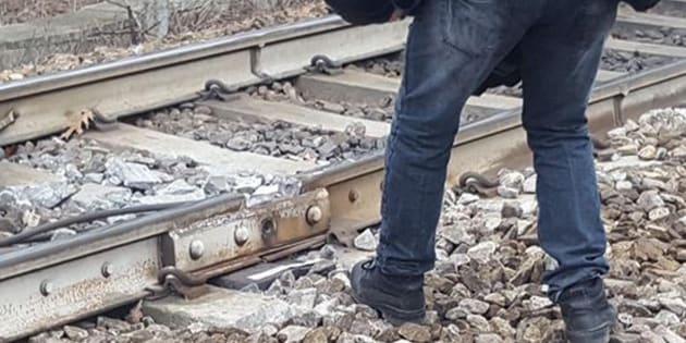 La rotaia che ha ceduto sulla linea Cremona-Milano stava per essere sostituita.  ANSA