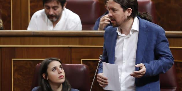 Pablo Iglesias e Irene Montero durante la primera sesión de control al Gobierno de Sánchez.