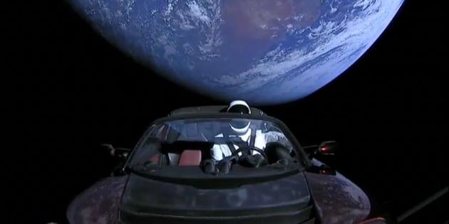 El Tesla Roadster que Elon Musk mandó en el cohete más potente hasta ahora, el Falcon Heavy.