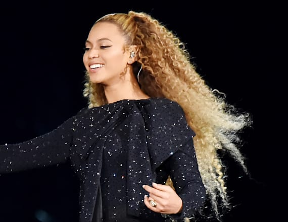 Beyonce dedicates Detroit concert to Aretha Franklin