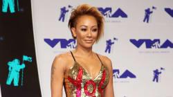 Tapis bleu des VMA's: la robe de Mel B, un message à son