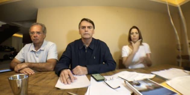 Em um vídeo feito em casa, Bolsonaro afirma que recebeu diversas críticas de eleitores que supostamente tiveram problemas na hora de votar no candidato.